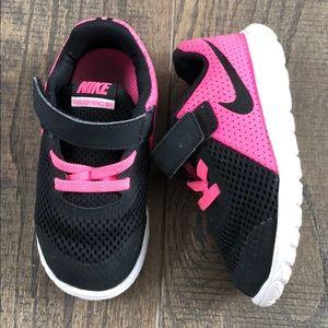 Toddler Nike free shoes